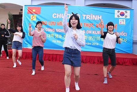 Nữ sinh Hàn Quốc nhảy điệu Nobody