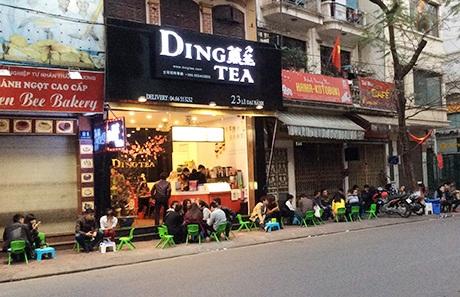 Cửa hàng Ding Tea trên phố Lê Đại Hành luôn đông khách, đặc biệt là vào những ngày cuối tuần