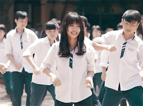 Hình ảnh trong clip Happy của học sinh THPT Trần Phú đăng trên Youtube