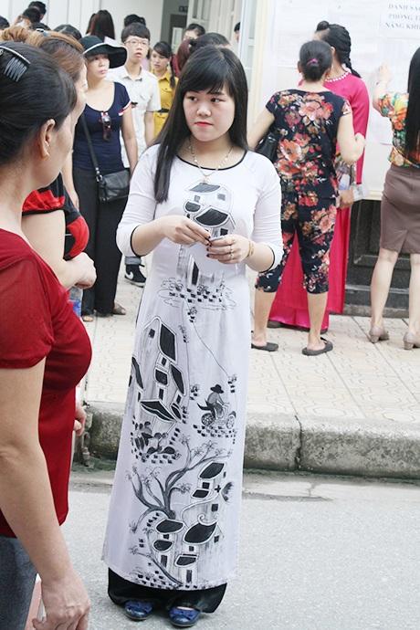 Những bộ áo dài cách điệu mang lại sự trẻ trung.