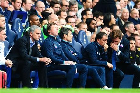Với cách bố trí ghế của sân White Hart Lane thì Villas-Boas và Mourinho ngồi cách nhau không xa