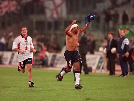 Từ 1993 tới1997, trận hòa 0-0 trên sân của Italia đã giúp tuyển Anh có mặt tại World Cup 1998