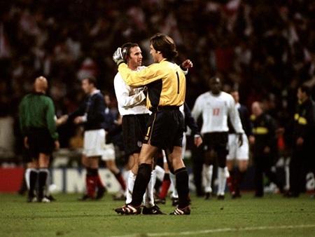 Glen Hoddlehạnh phúc khi đưa tuyển Anh vượt qua được vòng loại World Cup 1998