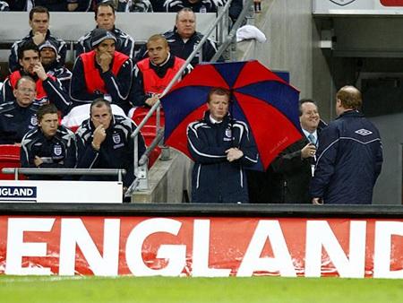 McLaren trở thành tội đồ khi không đưa tuyển Anh dự Euro 2008
