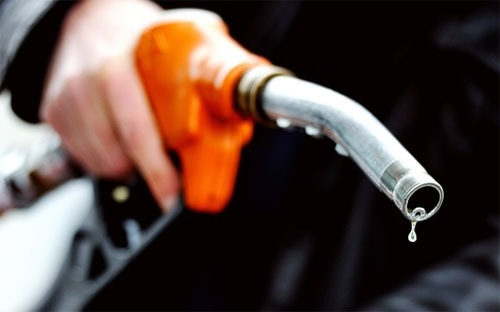 Giá xăng đã xuống mức rẻ nhất trong vòng 4 năm qua (Ảnh minh họa).