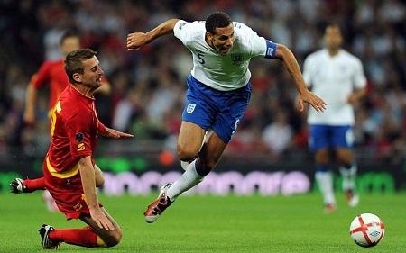 """John Terry """"giã từ cuộc chơi"""", Roy Hodgson sẽ tin vào ai?"""