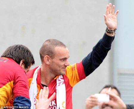Sneijder vẫn còn chưa già và đủ sức cống hiến thêm nhiều năm
