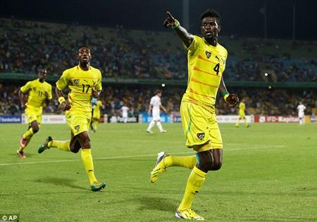 Adebayor chói sáng để mang về 3 điểm cho Togo trước Algeria