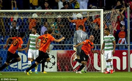 """Celtic và Lyon đều thua thảm đêm qua trước các """"nhược tiểu"""""""