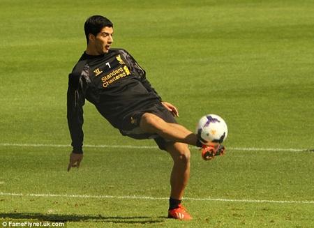Suarez vừa được Liverpool tha thứ sau khi nói lời xin lỗi