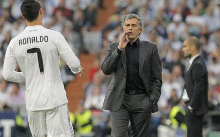 Do vậy, đến lượt Pepe phải nối gót Casillas lên mài quần trên ghế dự bị của