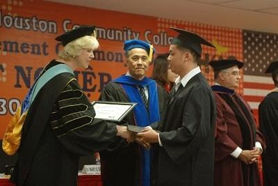 250 sinh viên Việt Nam được Houston Community Collage cấp bằng - 2