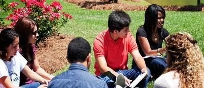 Trường đào tạo cử nhận và Thạc sĩ với nhiều chuyên ngành đa dạng như :