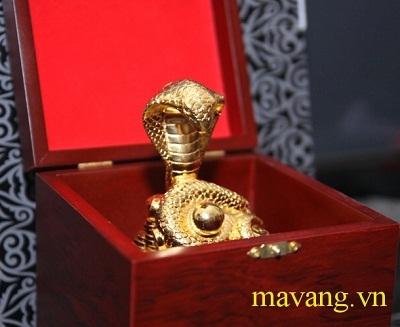 Linh vật mạ vàng 24K sôi động thị trường quà tặng tết