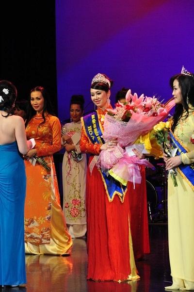 Nguyễn Mỹ Vân - Hoa Hậu Phu Nhân thế giới Người Việt 2013 tại Canada.