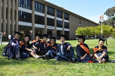 Các học viên của chương trình liên kết ĐH La Trobe – ĐH Hà Nội dự lễ tốt nghiệp tại Úc.