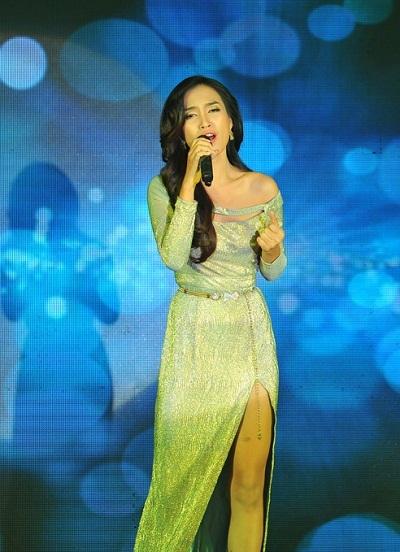 Ngoài ra, chương trình có có sự góp mặt của siêu mẫu Ái Phương trong vai trò… ca sĩ.
