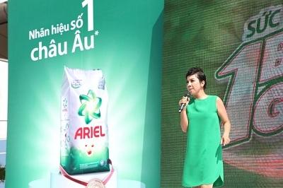 Diva Mỹ Linh, đại sứ bột giặt Ariel chia sẻ tại chương trình.