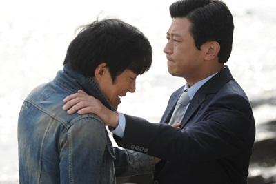 Ngôi sao Lee Bum Soo (trái) và Park Sang Min