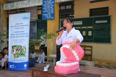 P/S đã đến vùng núi Tịnh Biên tư vấn và hướng dẫn các em chăm sóc răng miệng đúng cách