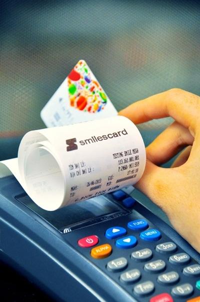 Chủ thẻ SmilesCard có thể tích lũy hay quy đổi điểm tại nhà bán lẻ bất kỳ trong hệ thống