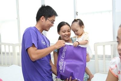 FedEx mang những nụ cười đến trái tim