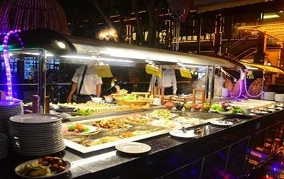Các món ăn trên thuyền được trình bày đẹp mắt