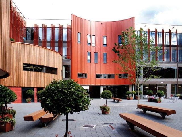 Đại học Chester và Anglia Ruskin cấp học bổng tương đương 50% học phí