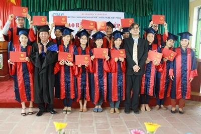 Trường Cao đẳng Ngoại ngữ - Công nghệ Việt Nhật thông báo điểm xét tuyển năm học 2013-2014