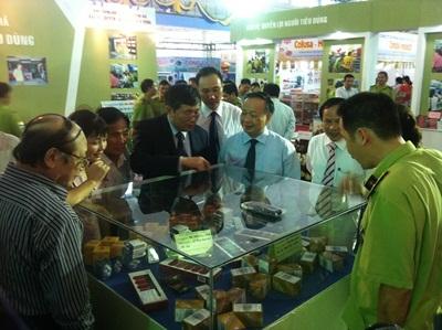 Hội chợ hàng Việt Nam 2013 - Thu hút hàng vạn người tiêu dùng mua sắm