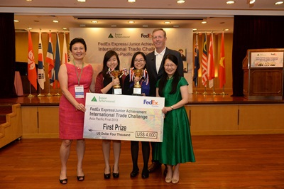 Học sinh Việt Nam gây ấn tượng mạnh tại cuộc thi Thách thức thương mại quốc tế