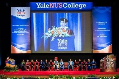 Chia sẻ của 2 sinh viên Việt Nam vừa trúng tuyển Yale – NUS College vào tháng 7/2013:
