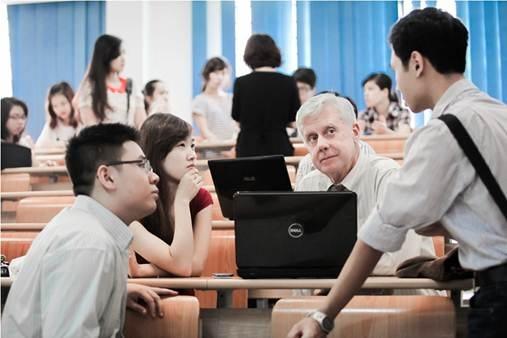 Giờ học với giảng viên nước ngoài của sinh viên Chương trình IBD@NEU.