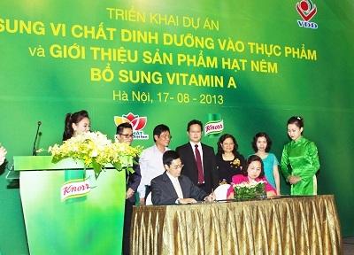 Nghi thức kí kết thỏa thuận hợp tác giữa Knorr - Viện Dinh dưỡng Quốc gia.