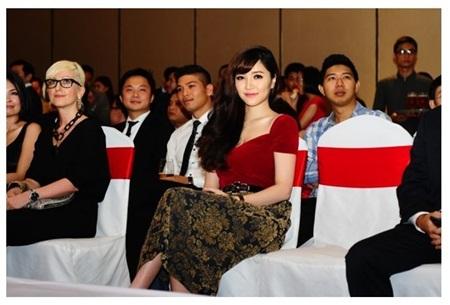 Ca sĩ Bích Phương cũng góp mặt trong sự kiện này