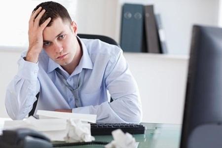 Áp lực công việc lớn dễ khiến bạn luôn căng thẳng và mệt mỏi