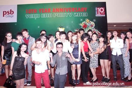 Các bạn sinh viên PSB cùng pose lại những khoảnh khắc vui nhộn và đáng nhớ