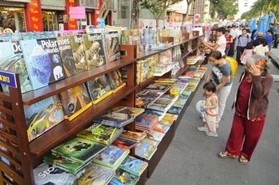 Đến với Lễ hội Đường Sách để hình thành thói quen và văn hóa đọc ở trẻ.