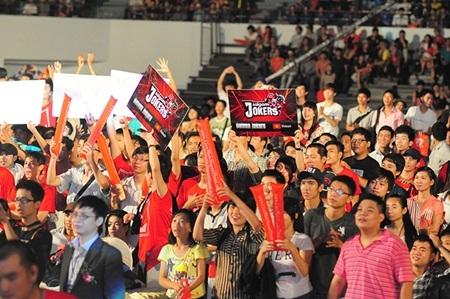 Các fan cổ vũ cuồng nhiệt đội tuyển Saigon Jokers