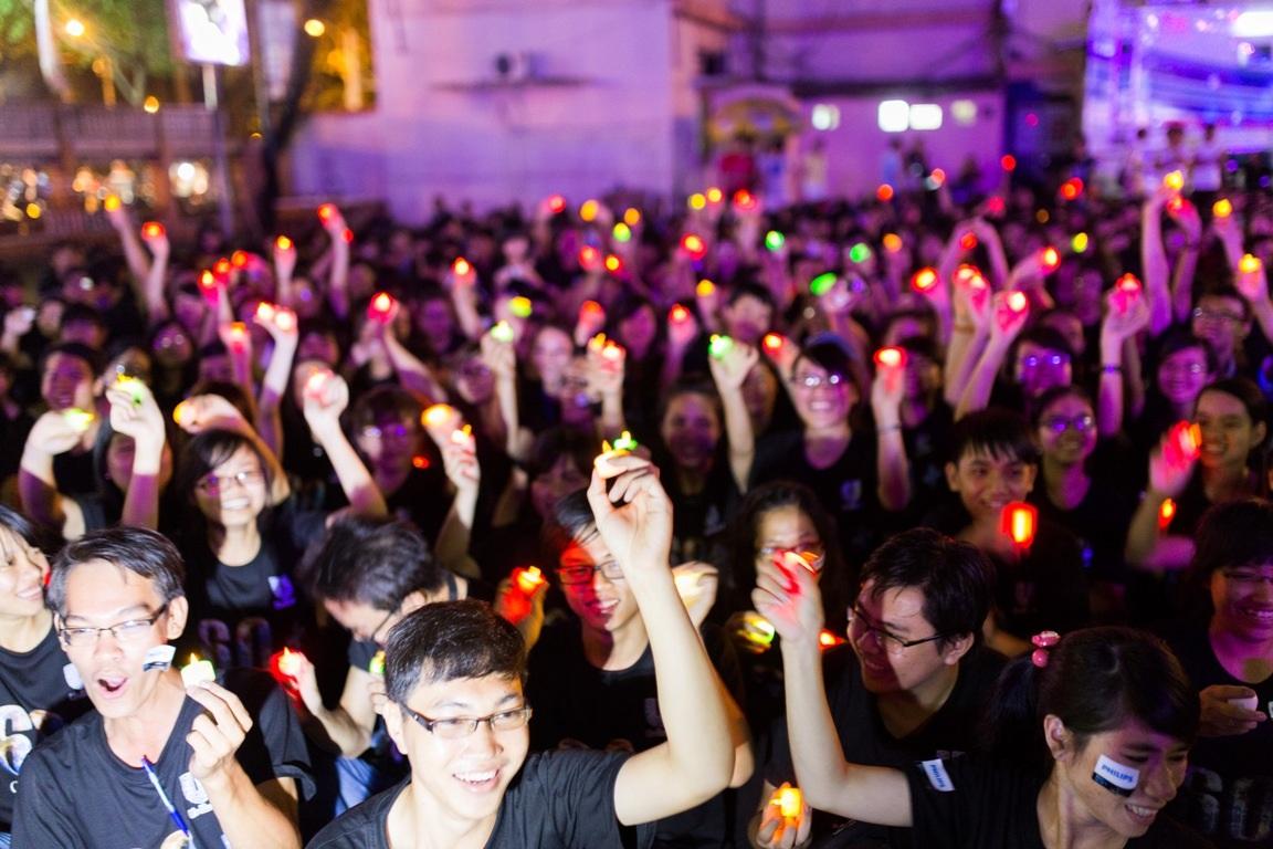 Dùng đèn LED thay cho nến sáp trong Giờ Trái đất Xanh 2014