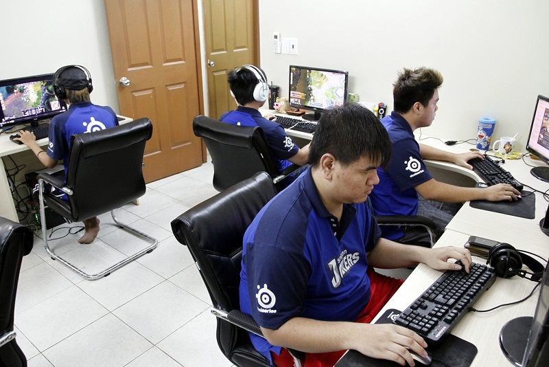 Saigon Jokers trong giờ tập luyện tại Gaming house
