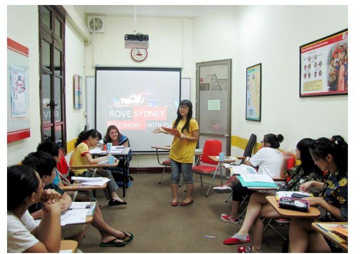 Một buổi học trên lớp của khóa Anh ngữ FIRST STEPS- Dành cho học sinh THCS tại ACET.