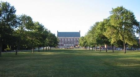 Khuôn viên trường Đại học Maine
