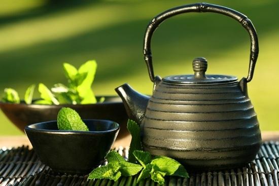 Trà ô long là trà xanh được lên men nửa chừng nên giữ được