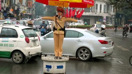 Bến xe Hà Nội đông kín người về quê nghỉ Tết Dương lịch