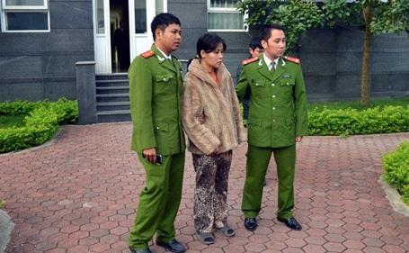 Vũ Thị Thúy Liễu bị cảnh sát bắt khẩn cấp.