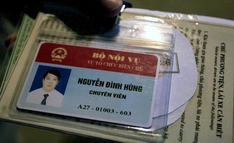 Thẻ Chuyên viên của lái xe Nguyễn Đình Hùng.