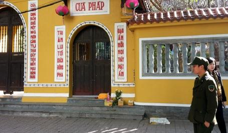 Xác hài nhi bị bỏ lại ở cổng chùa Quán Sứ.