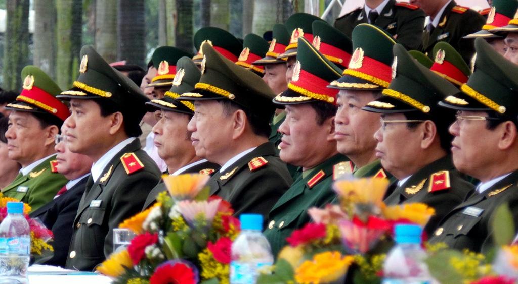 Lãnh đạo Đảng, Nhà nước, Bộ Công an, Bộ Quốc phòng, Công an Hà Nội... có mặt tại buổi lễ.