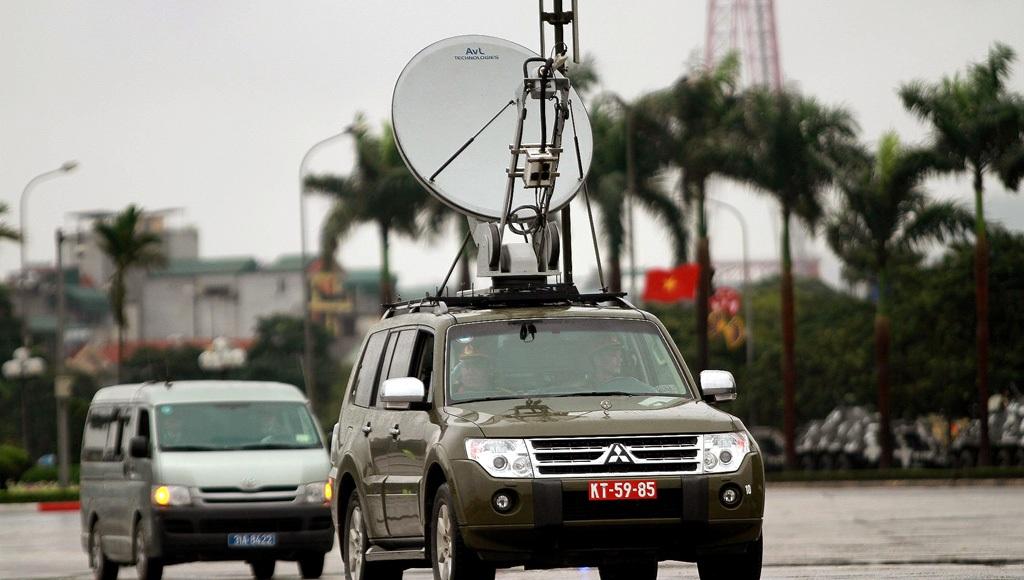 Xe thông tin liên lạc chỉ huy của Công an Hà Nội và Bộ Tư lệnh Thủ đô.